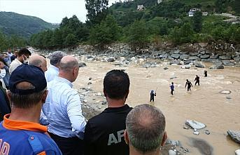 Bakanlar Soylu ve Karaismailoğlu, Rize'de afet bölgesindeki incelemelerini sürdürdü