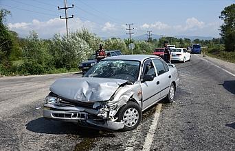 Bartın'da iki otomobil çarpıştı: 4 yaralı