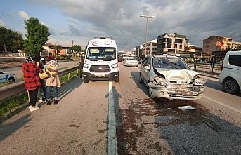 Düzce'de 3 otomobilin karıştığı kazada, 3 kişi yaralandı