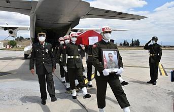 Fırat Kalkanı Harekatı bölgesinde şehit olan Er Arslan'ın cenazesi Amasya Merzifon Havalimanı'nda törenle karşılandı