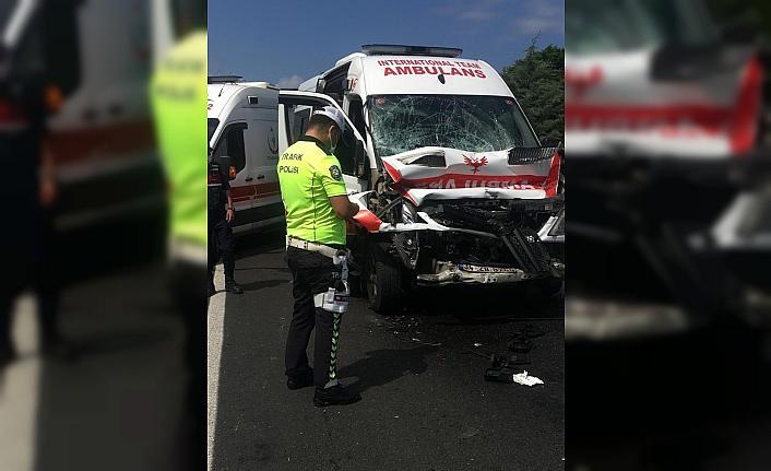 Giresun'da hasta taşıyan ambulans kamyona çarptı: 6 yaralı