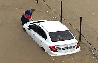 GÜNCELLEME - Rize'de etkili olan şiddetli sağanak heyelanlara ve bazı yolların kapanmasına neden oldu