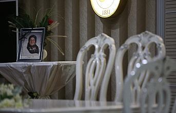 Kovid-19'dan kaybettiği eşinin anısını, oğlunun nikahında fotoğrafıyla yaşattı