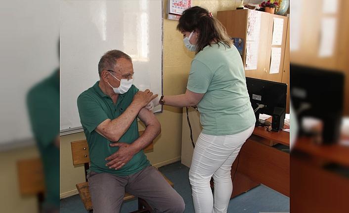 Mavi rengi hedefleyen Sinop'taki aşı merkezlerinde yoğunluk yaşanıyor