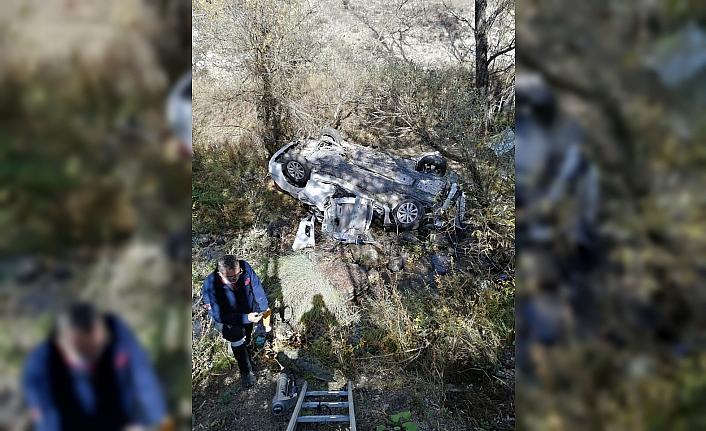 Bolu'da dereye devrilen otomobildeki iki kişi yaşamını yitirdi