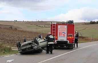 Samsun'da devrilen otomobilin sürücüsü ağır yaralandı