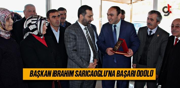 Başkan İbrahim Sarıcaoğlu'na Başarı Ödülü