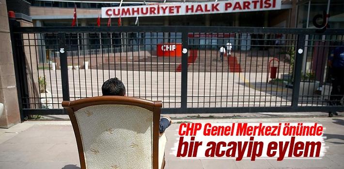 CHP Genel Merkezi Önünde Koltukta Oturma Eylemi