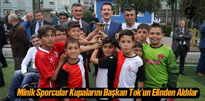 Minik Sporcular Kupalarını Başkan Tok'un Elinden...