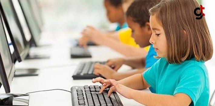 Zamanını İnternette Geçiren Çocuk, Sosyal Ortama Uyum Sağlayamıyor